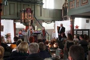 EPV-ler bringen das Friedenslicht in die Kirche Nieder-Ofleiden (Homberg).