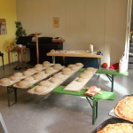 Pizza haben wir natürlich auch gleich mitgemacht, ist auch ein guter Test, wie heiß der Ofen geworden ist.