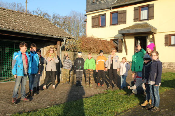 Wir bilden einen Abschlusskreis: Wirberg 2015 (Wölflingsfahrt)